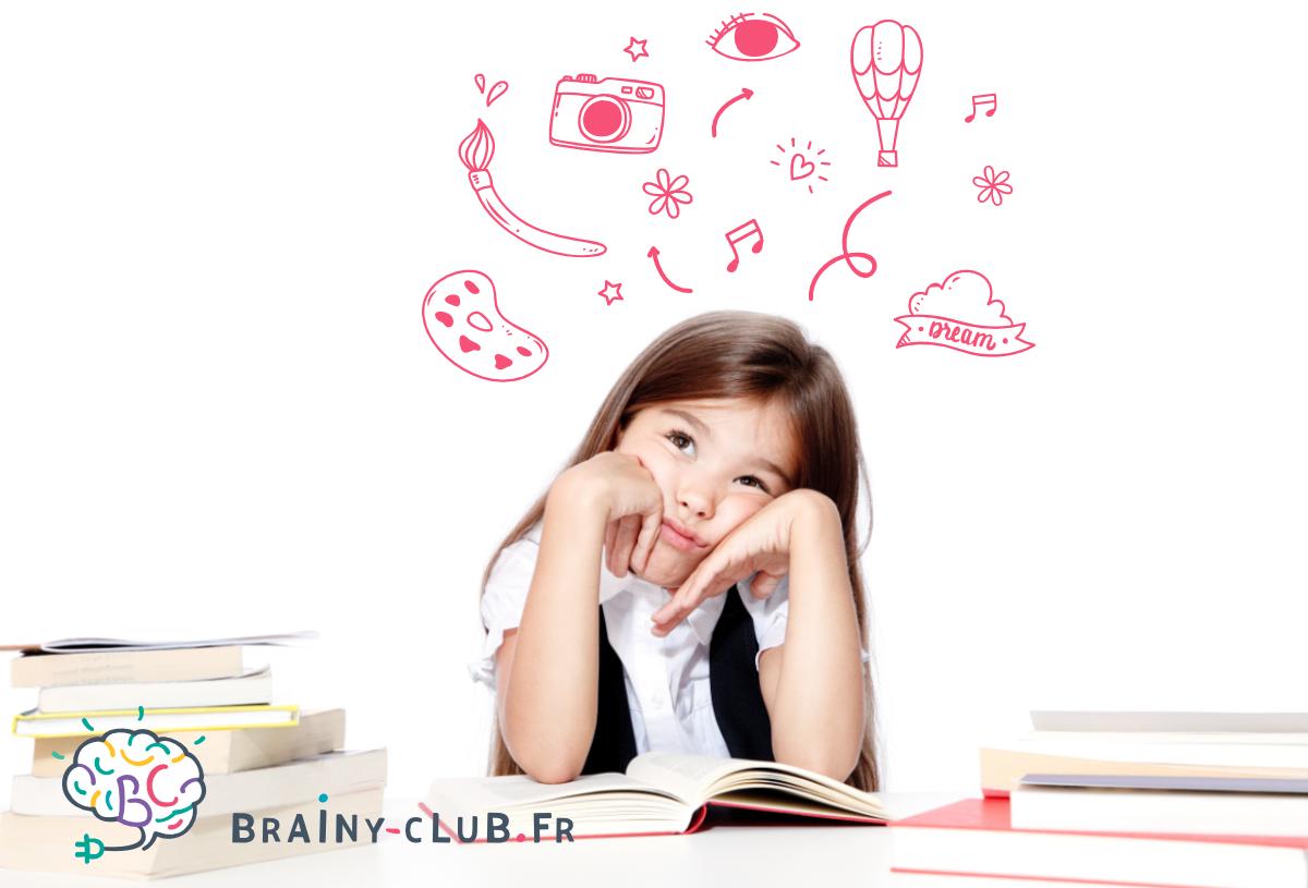 Enfant fille distraite ou déconcentrée